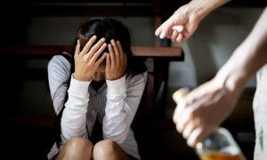 Trpjela je oca pijanicu koji ju je prisiljavao na naporan rad i optuživao ju za bludništvo, a onda se udala za čovjeka koji se ubrzo počeo ponašati isto!