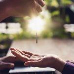 Što se događa kada odlučimo moliti za nečije obraćenje?
