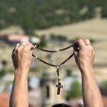 VIDEO Krunica: duhovni mač Neba! Video ovog svećenika pogledan je preko milijun puta