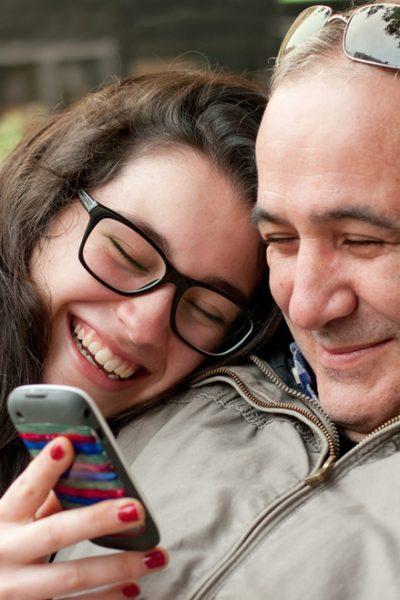 Tri savjeta za očeve: kako 'preživjeti' kada vaša kći počne izlaziti s mladićem