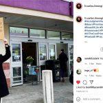 FOTO Svećenik pred trgovinom odaslao jasnu poruku vjernicima