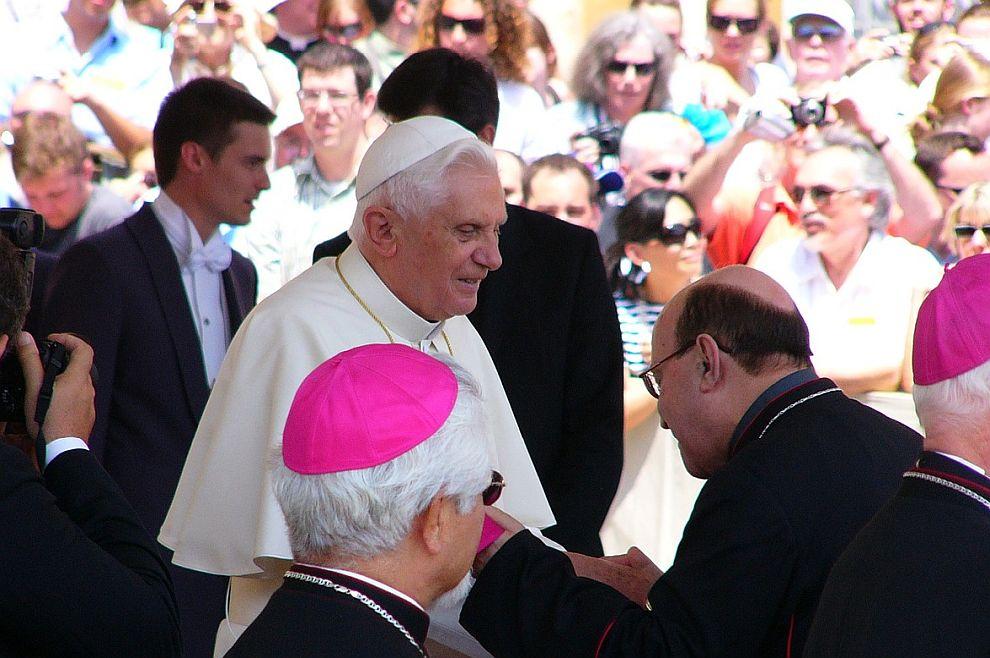 Po molitvi pape Benedikta XVI. oslobođen muškarac posvećen Sotoni još od majčine utrobe
