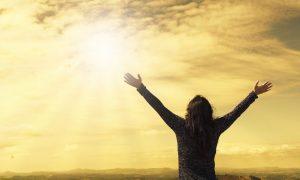 Isus govori da bi čak i ateist i egoist popustio nekom tko je ustrajan, stoga ni Bog neće otezati pomoći onima koji ga danonoćno zazivaju
