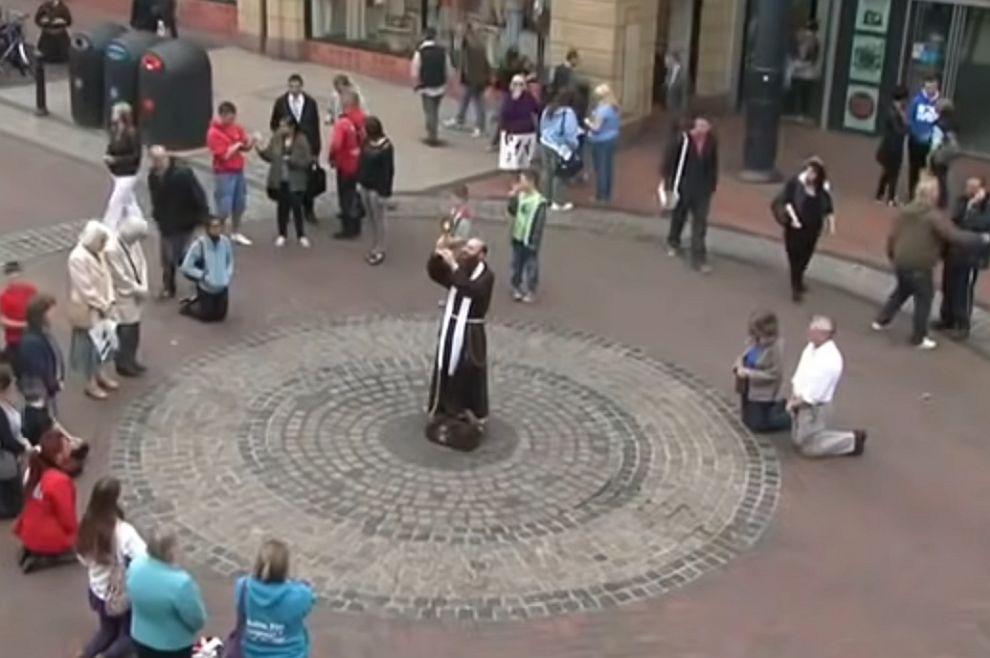 VIDEO PREDIVAN PRIZOR Euharistijsko klanjanje na ulici