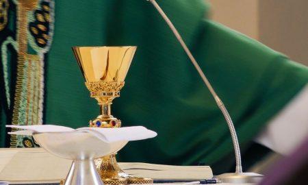 """""""Isus mi je upravo govorio i ima poruku za tebe. Zahvaljuje ti se što nisi uzela Euharistiju jer bi to bilo svetogrđe"""""""