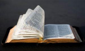 Sam Bog nas poučava kako čitati Bibliju
