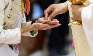 VIDEO Isus u Euharistiji zove te na nešto više. Euharistija otvara posve novi svijet