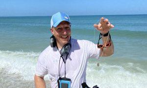 Čudom pronašao čudotvornu medaljicu u oceanu, nakon što ju je izgubio na odmoru
