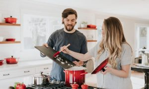 """O muževima koji """"pomažu"""" suprugama u kućanskim poslovima"""
