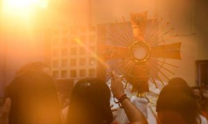 Klanjanje Presvetom Oltarskom Sakrakmentu