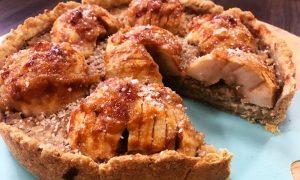 VIDEO Sočan kolač od jabuka i badema iz kuhinje svete Hildegarde