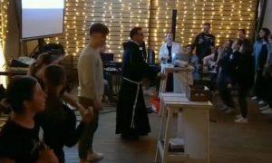 VIDEO Ovako stotine naših mladi slave Gospodina